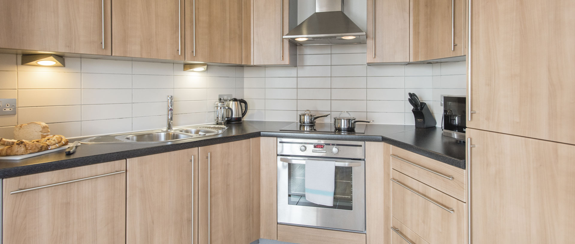 Fully equipped kitchen in PREMIER SUITES serviced apartments in Liverpool