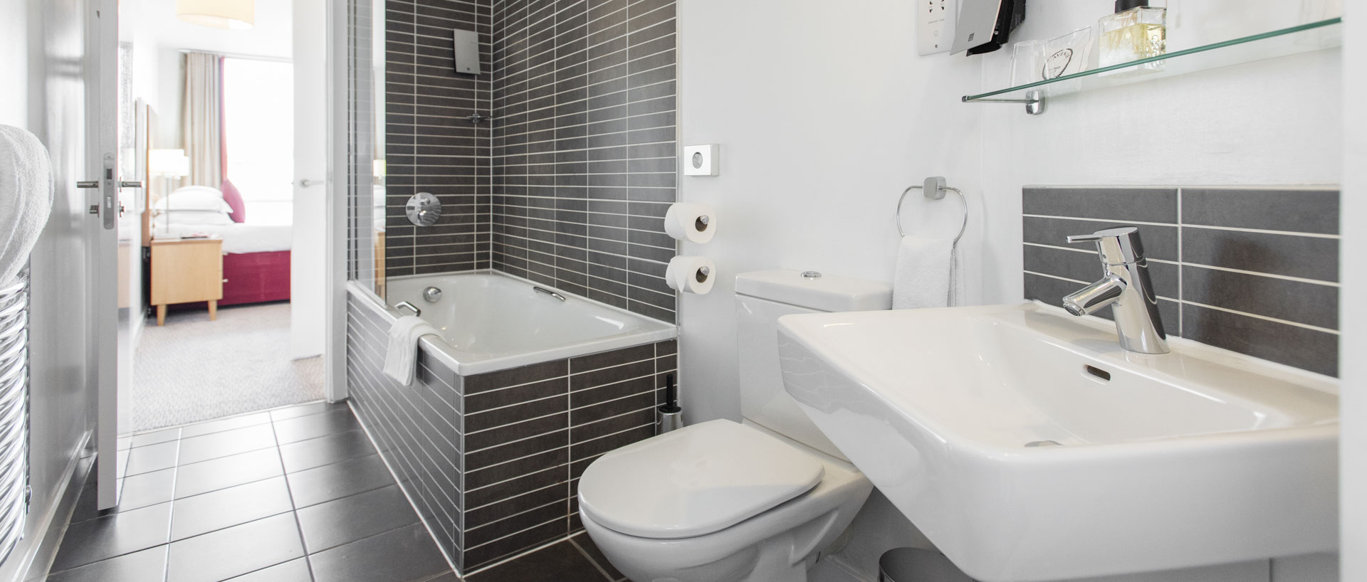 PREMIER SUITES Liverpool two bedroom bathroom