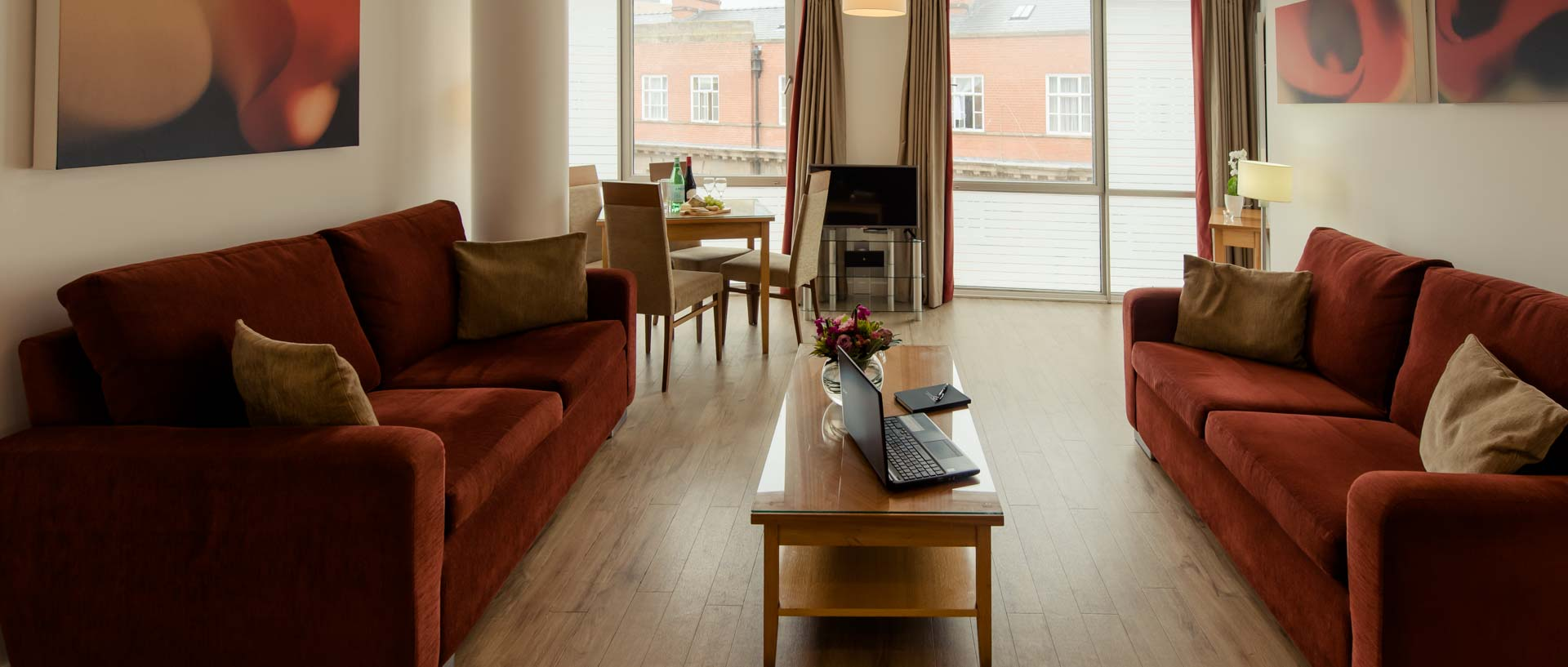 PREMIER SUITES PLUS Liverpool living space