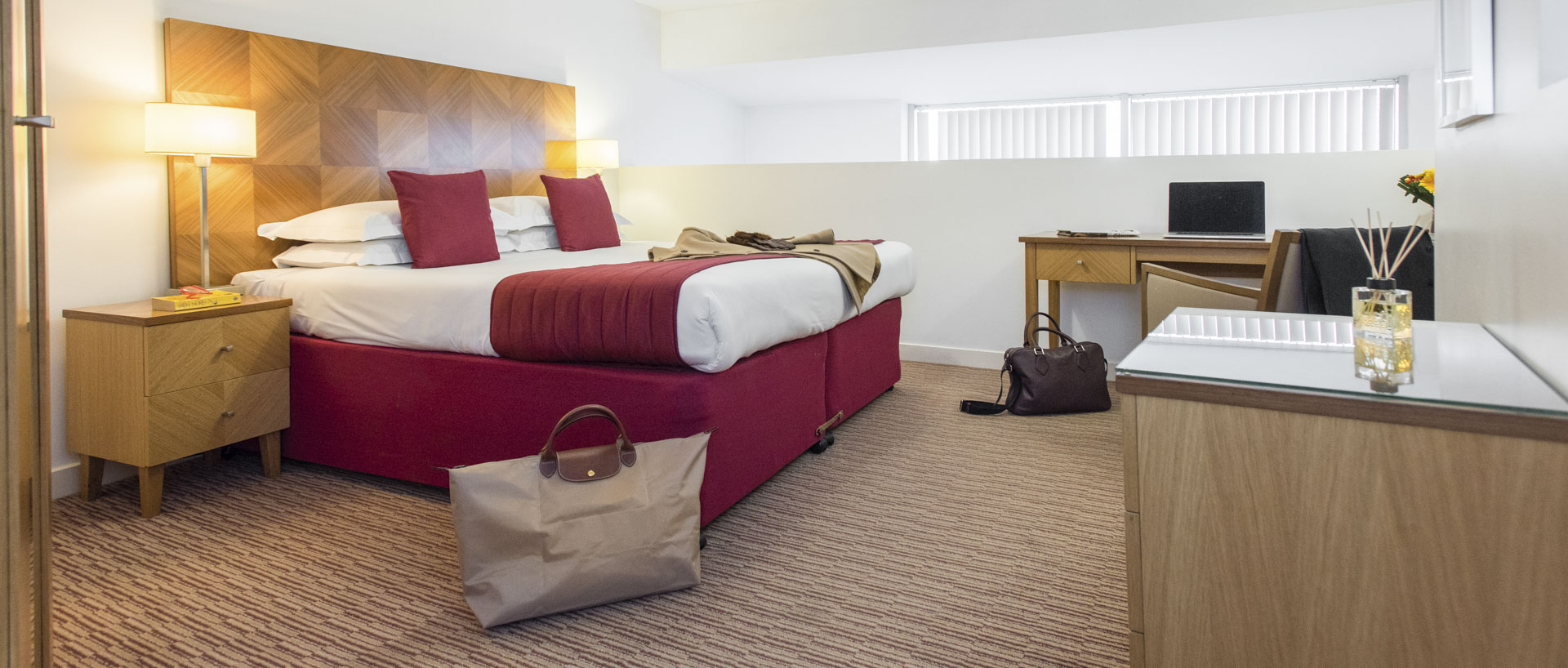 PREMIER SUITES Liverpool corporate guests bedroom
