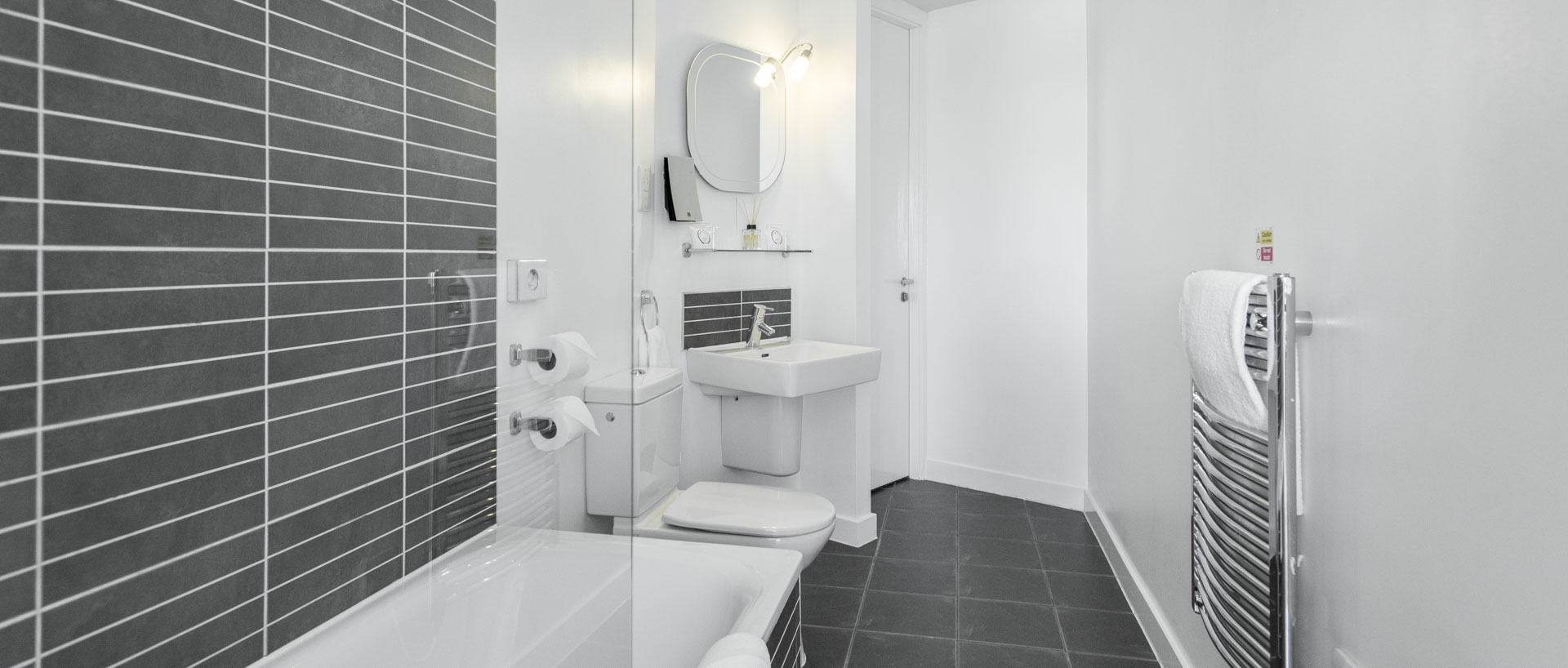 PREMIER SUITES Liverpool one bedroom bathroom